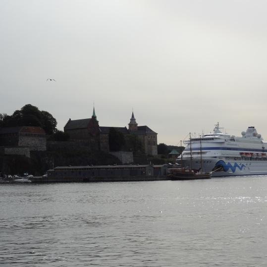 AIDAcara vor der Festung Akershus