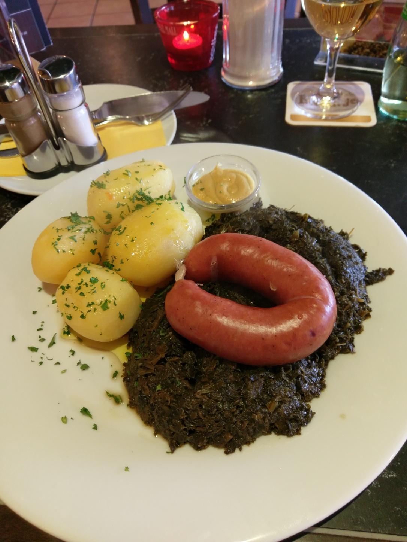Braunkohl und Bregenwurst