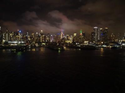 New York - Auslaufen am Abend