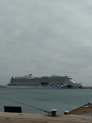 AIDAperla im Hafen von Palma de Malorca