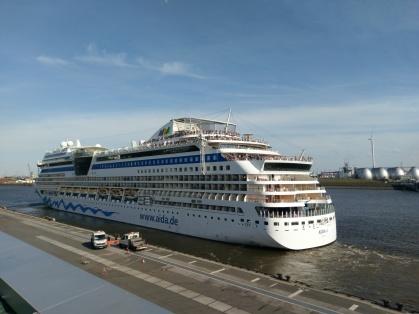 Hamburger Hafen - AIDAsol legt ab