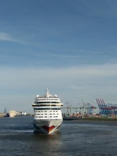 Hamburger Hafen - AIDAsol startet nach Norwegen
