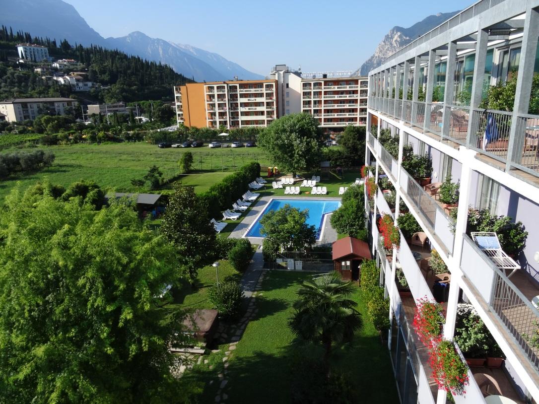 Ambassador Suite Hotel - Blick in den Garten