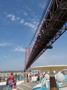 Lissabon - Unter der Brücke des 25. April